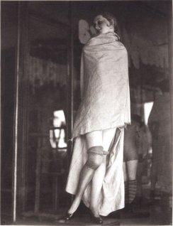 Manuel Álvarez Bravo, Maniquí tapado (Mannequin covered), 1931