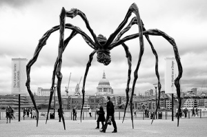 louise-bourgeois-maman-1999-steel-35-ft-in-height-tate-modern-london