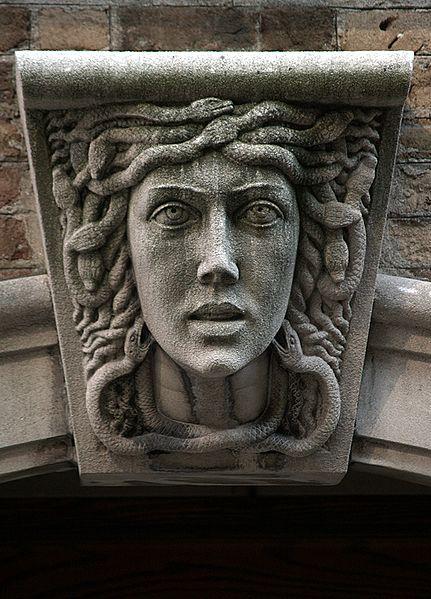 431px-Medusa_Mascaron_(New_York,_NY)